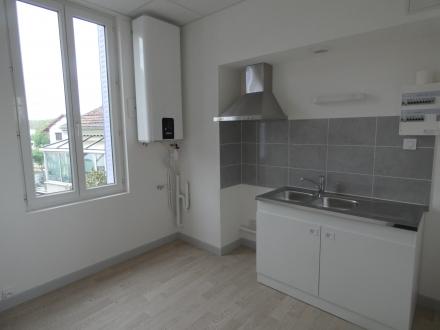 Location Appartement 3 pièces Puy-Guillaume (63290) - CENTRE VILLE PUY-GUILLAUME